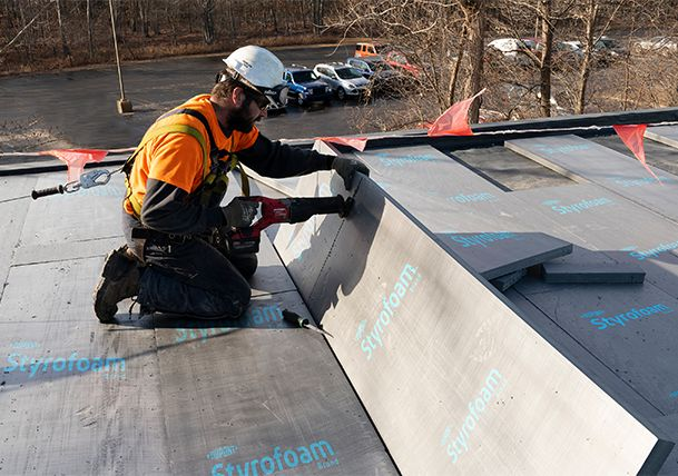Installation of DuPont™ Styrofoam™ on a building roof