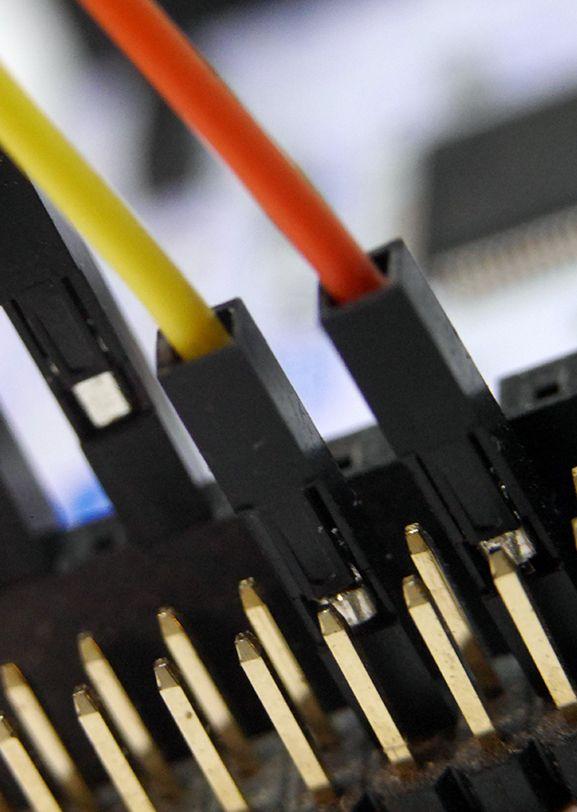 用具有阻燃性能的聚合物制成的电气连接器。