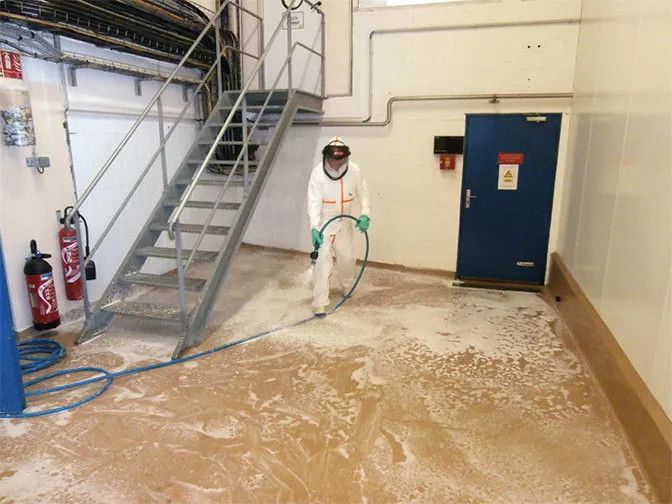 French dairy company LAITA adopts new Tyvek® 800 J protective garment for employees
