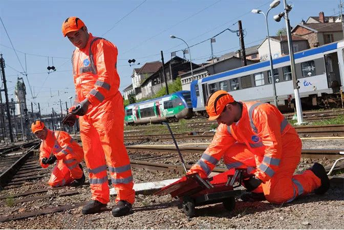 SNCF collaborates with DuPont to develop innovative disposable coveralls to protect railway maintenance workers