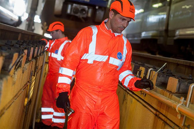 Tyvek® 500 HV is a disposable coverall that combines chemical, biological and antistatic protection
