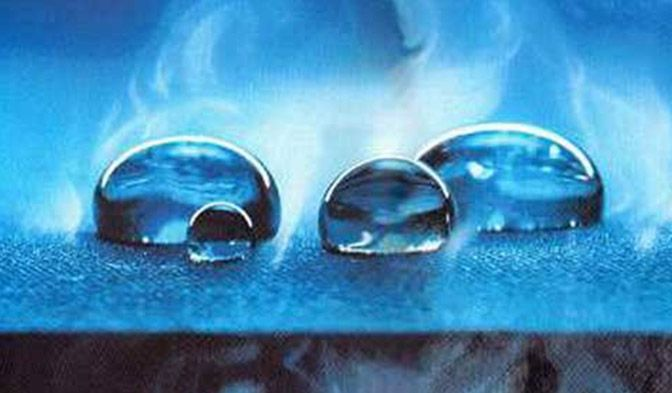 DuPont™ Tyvek® es muy transpirable pero evita la entrada de agua y otros líquidos.