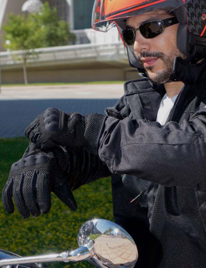 Unik men's motorcycle gloves and helmet made with Kevlar®