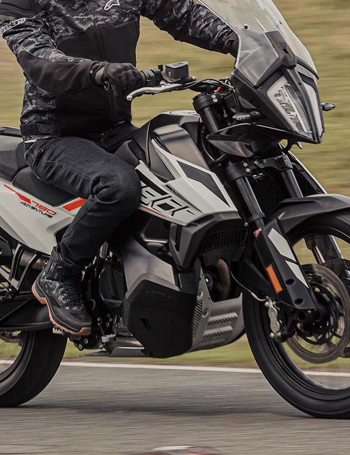 Kevlar® providing protection in Alpinestars® motorcycle apparel