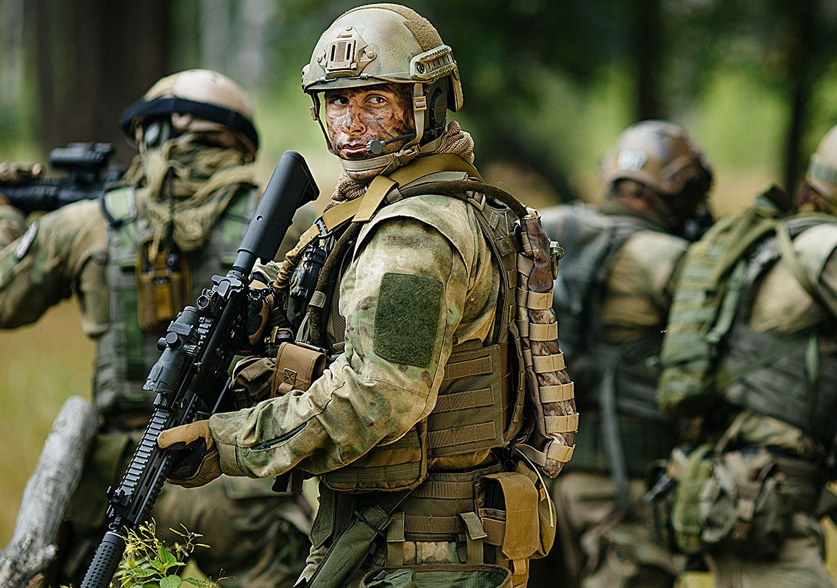 Military personnel wearing soft armor made with DuPont™ Kevlar®