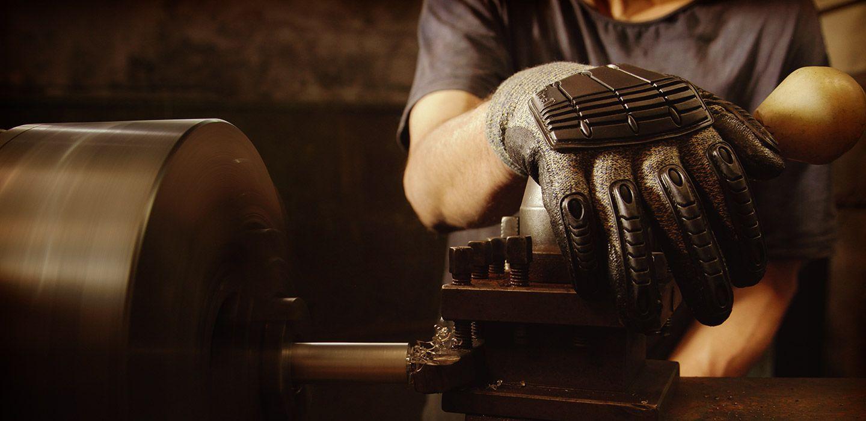 Le rapport élevé résistance à l'étirement-poids de Kevlar® offre de nombreuses applications, telles que les tenues blindées balistiques.