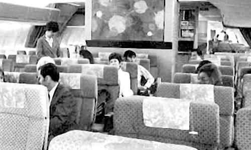 Boeing first introduces Tedlar® PVF film for aircraft interiors, 1963