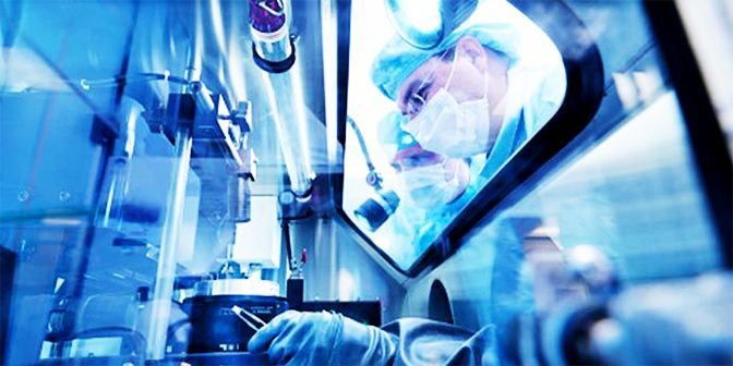 DPT_Nomex_Photo_Flame Arc Flash Protective Clothing in Cleanroom_Header_Content